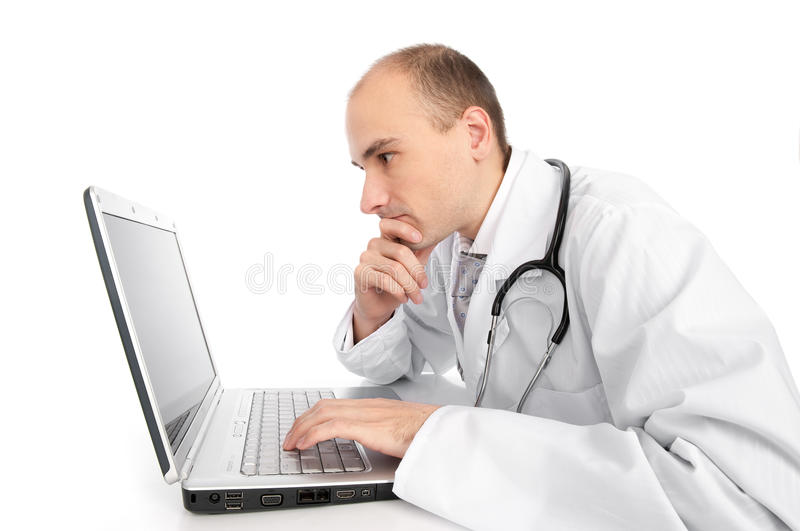 Medico con il computer portatile fotografia stock libera da diritti