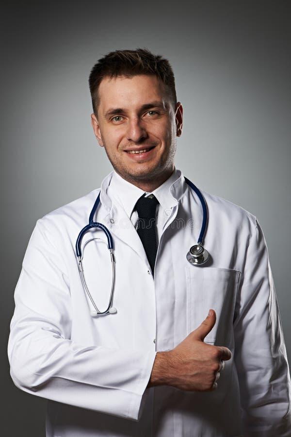 Medico con il pollice su fotografie stock libere da diritti
