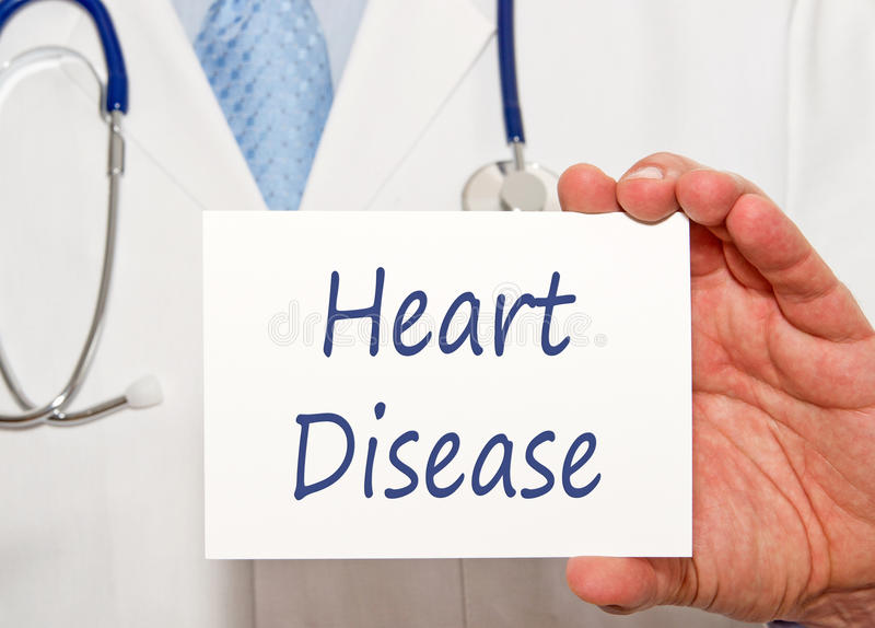 Medico con il segno della malattia cardiaca fotografia stock libera da diritti