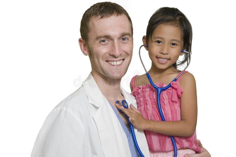 Medico con la bambina immagini stock libere da diritti