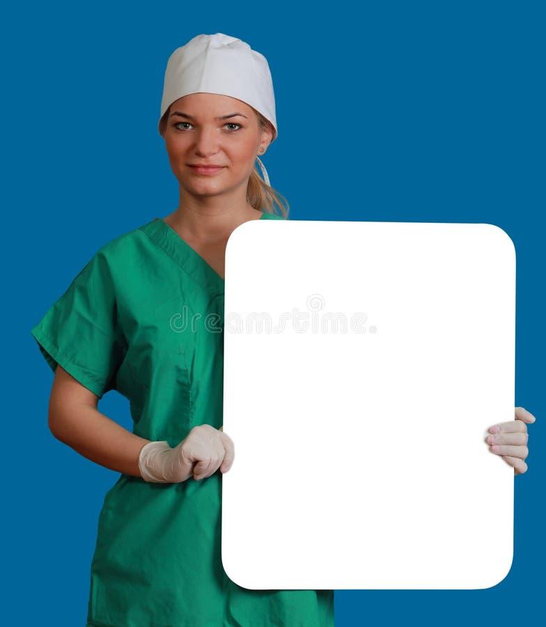 Medico con un bordo in bianco fotografia stock