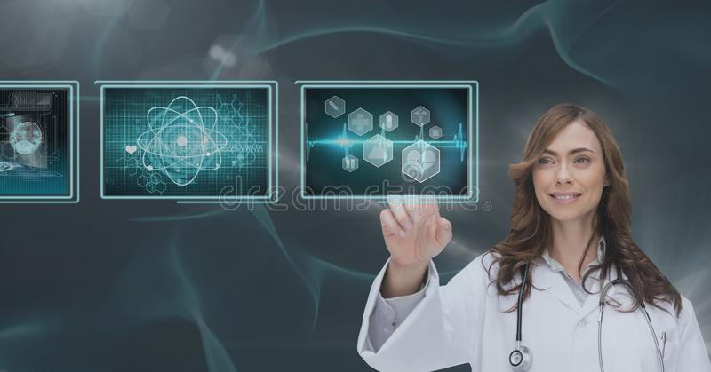 Medico della donna che interagisce con le interfacce mediche contro il fondo blu fotografia stock libera da diritti