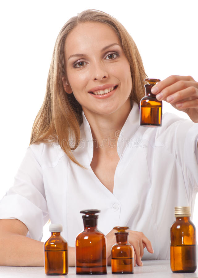 Medico della donna con il farmaco in bottiglie di vetro immagine stock libera da diritti