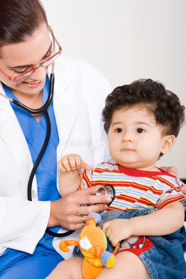 Medico e bambino fotografia stock