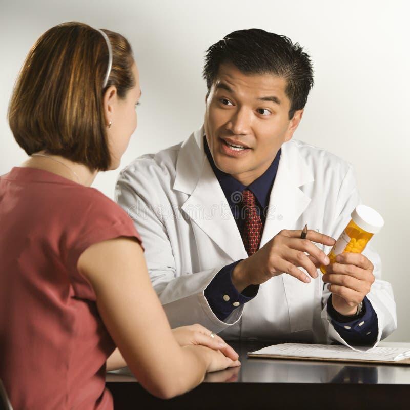 Medico e paziente. fotografia stock