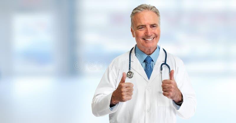 Medico felice con i pollici fotografie stock