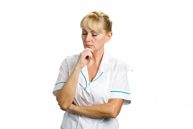 Medico femminile maturo di pensiero sicuro fotografie stock libere da diritti