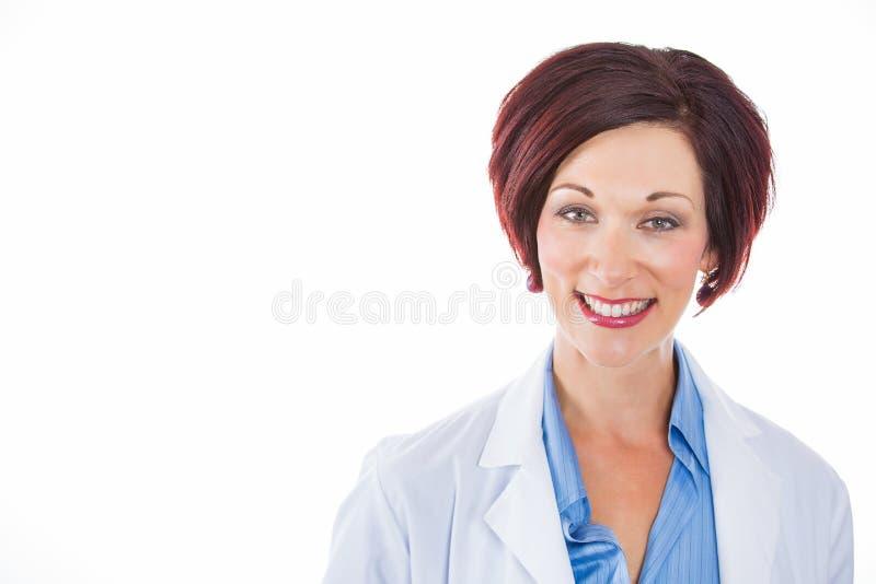 Medico femminile maturo felice di colpo in testa ha isolato il fondo bianco fotografia stock libera da diritti
