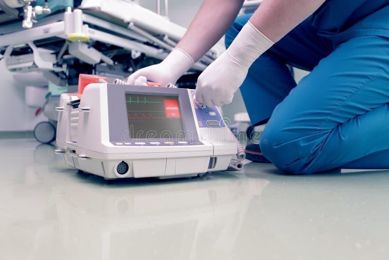 Medico salva il paziente fotografia stock