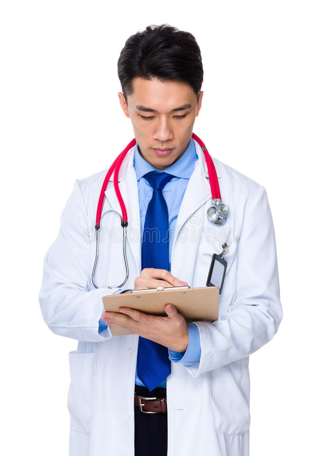 Download Medico scrive sul rapporto immagine stock. Immagine di medicina - 55355649