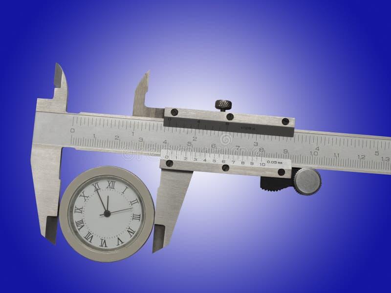Medida de relojes con un calibrador foto de archivo