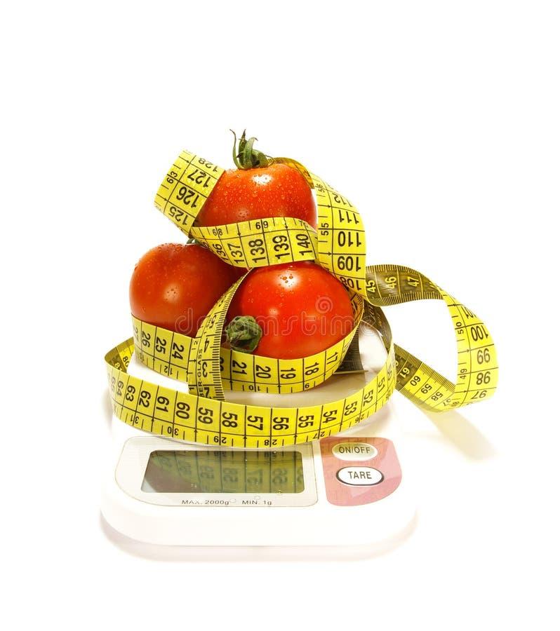 Medida do tomate e de fita isolada fotografia de stock