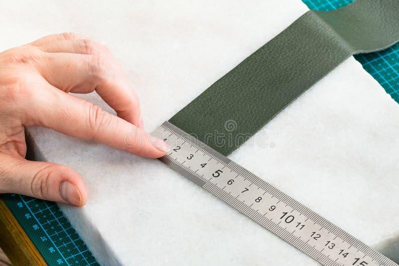 Medidas do artesão a placa da correia para o saco imagens de stock