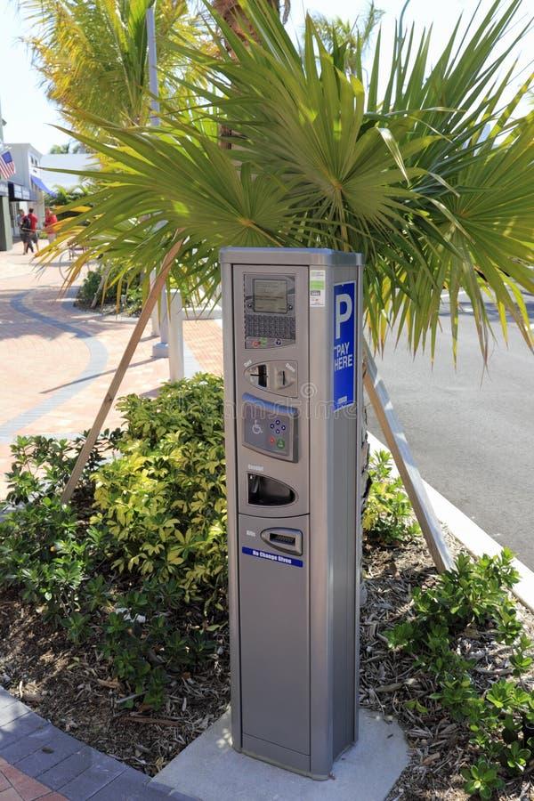 Medidor de estacionamento eletrônico moderno imagens de stock