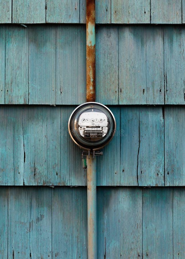 Medidor do seletor de Electric Power na parede Shingled imagem de stock