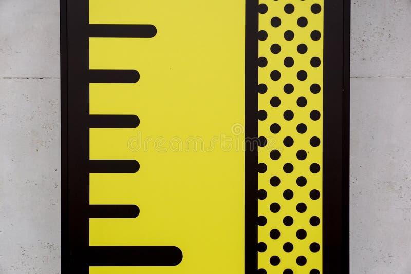 Medidor na parede do cartão para medir a altura imagem de stock