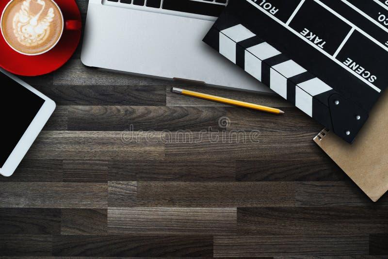 Medien Draufsicht Digital vermarktende Smartphone-Software lizenzfreies stockfoto