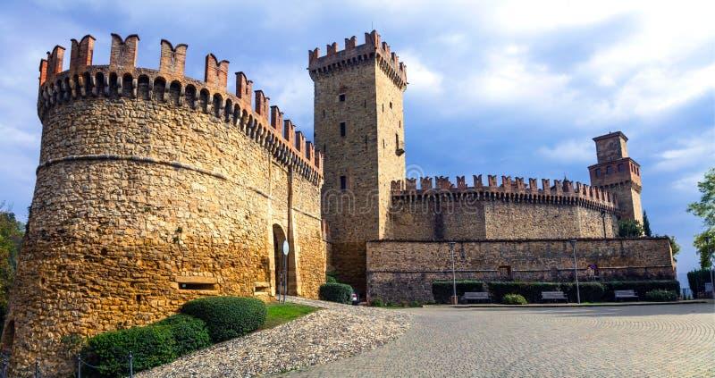 Medieval castles of Italy - Castello di Vigoleno, Piacenza provi. Impressive Vigoleno castle,panoramic view,Emilia Romagna,Italy stock image