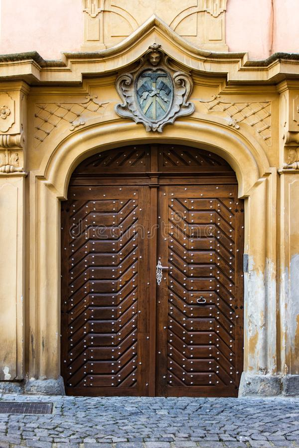 Free Medieval Old Carved Wooden Doors With Heraldics In Prague Stock Photo - 148709100