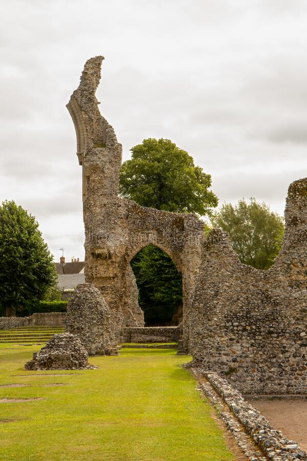 Free Medieval Ruins Of Clunaic Thetford Priory With Largest Arch Still Standing. Stock Photo - 192942700