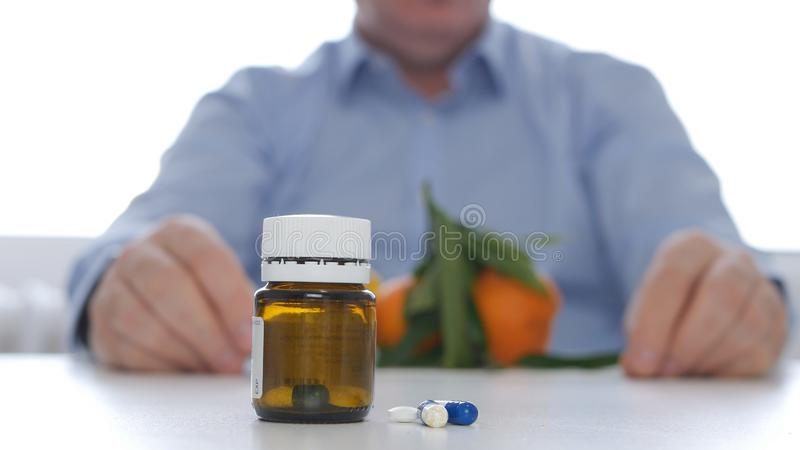 Medikamentet för doktor Image Recommending Replacing med fruktvitaminer konsumerar royaltyfri foto