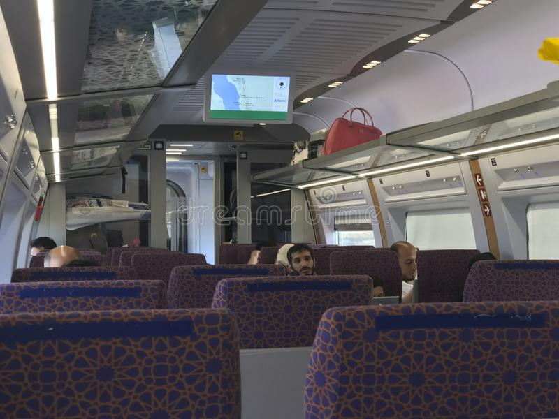 MEDINA, ARABIA SAUDITA - 27 MAGGIO 2019: Quello interno delle vetture del treno alla stazione di HSR Madinah in Medina, Arabia Sa immagine stock