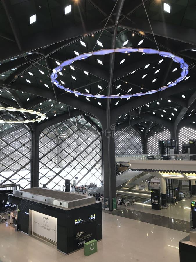 MEDINA, ARABIA SAUDITA - 27 MAGGIO 2019: Vista interna di nuova stazione ferroviaria ad alta velocità di Haramain alla stazione d fotografie stock libere da diritti