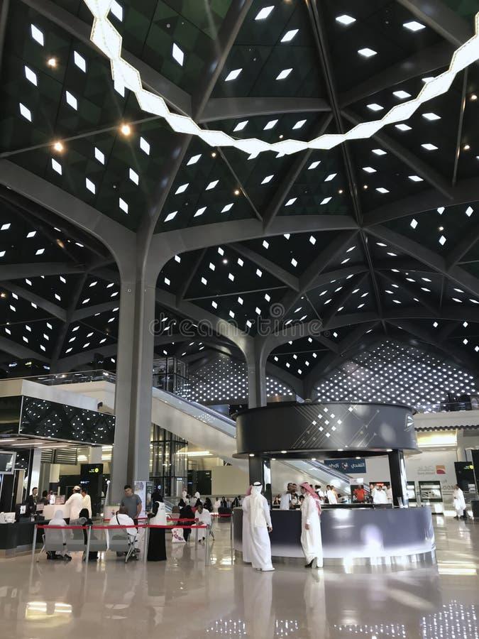 MEDINA, ARABIA SAUDITA - 27 MAGGIO 2019: Vista interna di nuova stazione ferroviaria ad alta velocità di Haramain alla stazione d fotografia stock libera da diritti