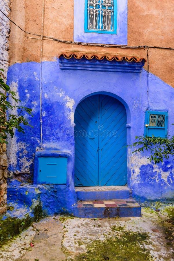 Medina azul bonito da cidade de Chefchaouen em Marrocos fotos de stock