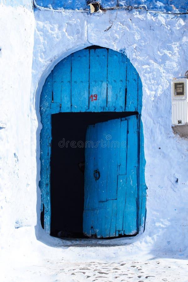 Medina de Chefchaouen, Marrocos notou para suas construções nas máscaras do azul imagens de stock royalty free
