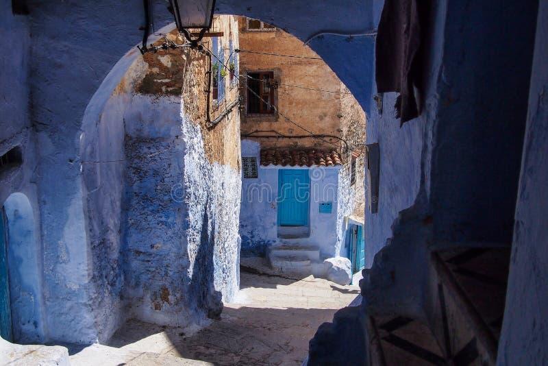 Medina von Chefchaouen, Marokko merkte f?r seine Geb?ude in den Schatten des Blaus stockbild