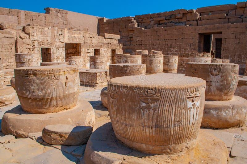 Medinet波布复合体著名卢克索神庙在埃及 库存图片