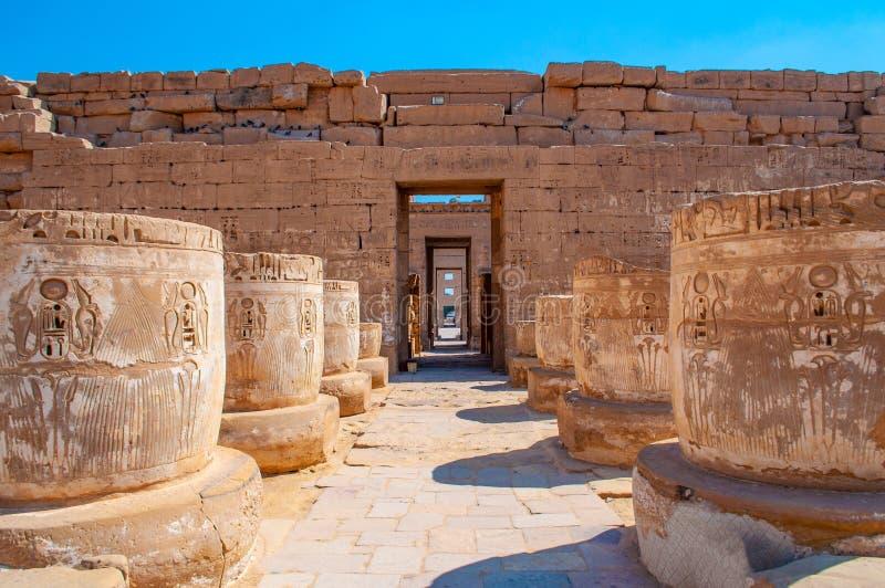 Medinet波布复合体著名卢克索神庙在埃及 免版税库存图片