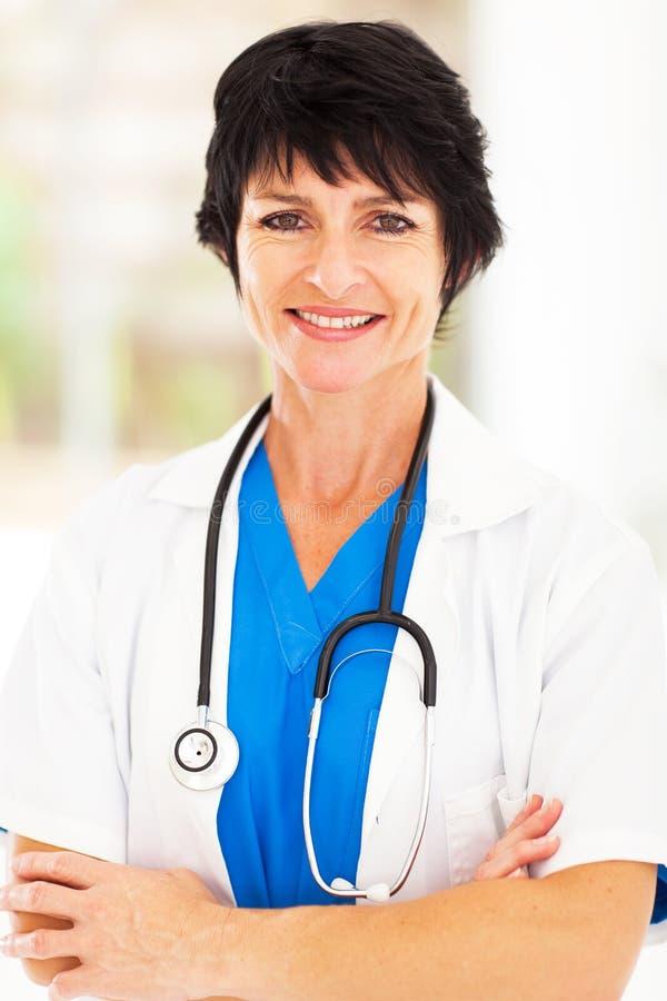 Medio leeftijds medische beroeps stock foto's