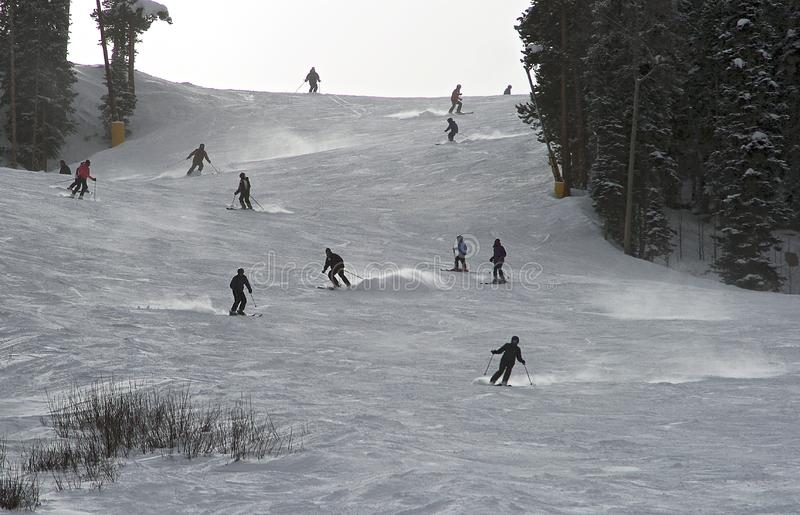 Medio seizoen die bij Breckenridge-skitoevlucht ski?en stock fotografie
