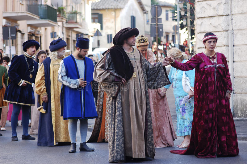 Medioeval服装在布拉恰诺(意大利) 免版税库存图片