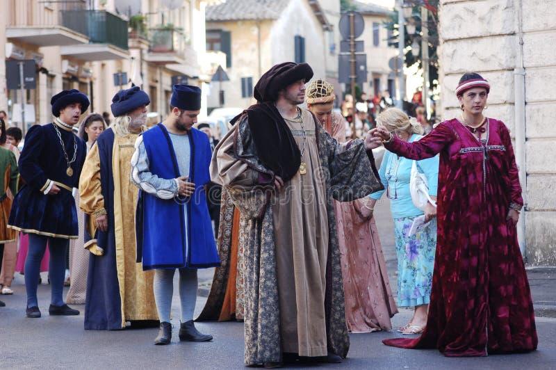 Medioeval-Kostüme in Bracciano (Italien) lizenzfreies stockbild