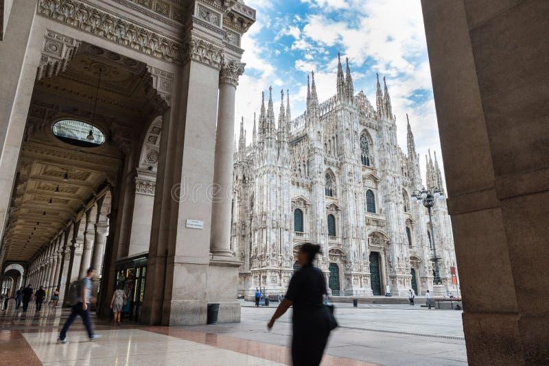 Mediolańscy Katedralni Duomo di Milano widzieć od Vittorio Emanuele II galerii, Włochy zdjęcia royalty free