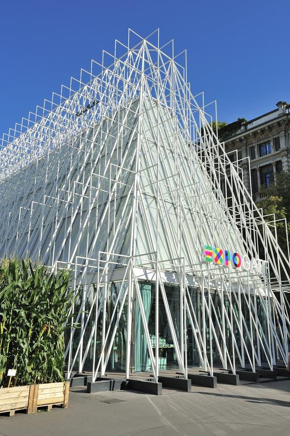 Mediolański expo 2015 Expogate i kasztel jarmark - obraz royalty free