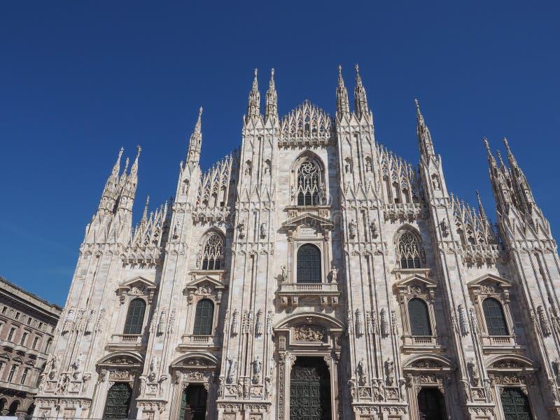 Download Mediolańska katedra zdjęcie stock. Obraz złożonej z lombardy - 53784194