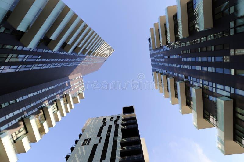 Mediolan, Milano solaria, solea, aria górują wysokie mieszkaniowe jednostki ogólnonarodowe obrazy stock