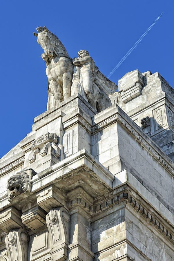 Mediolan, Włochy, centrali stacja - fascist architektura obrazy stock