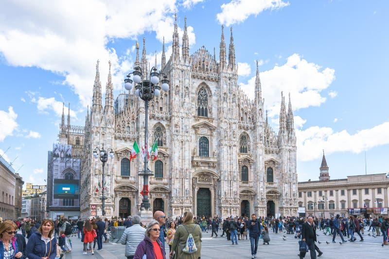 Mediolan Włochy, Kwiecień, - 28, 2017: Dzienny frontowy widok sławny Mila obraz stock