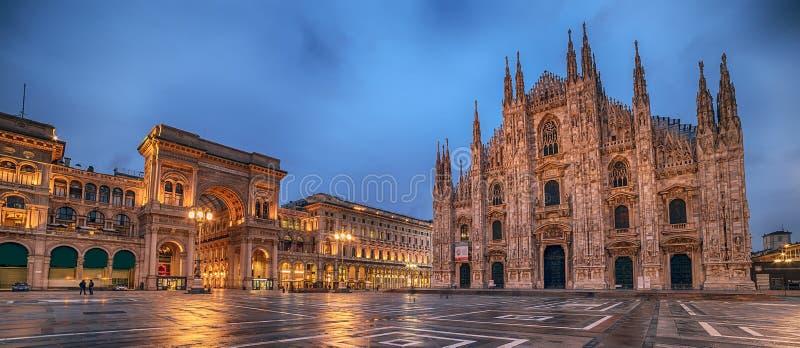 Mediolan, Włochy: Piazza Del Duomo, katedra kwadrat obrazy royalty free