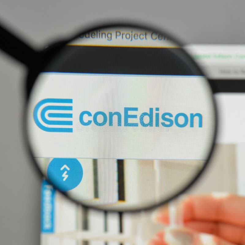 Mediolan Włochy, Sierpień, - 10, 2017: Konsolidujący Edison logo na obrazy stock