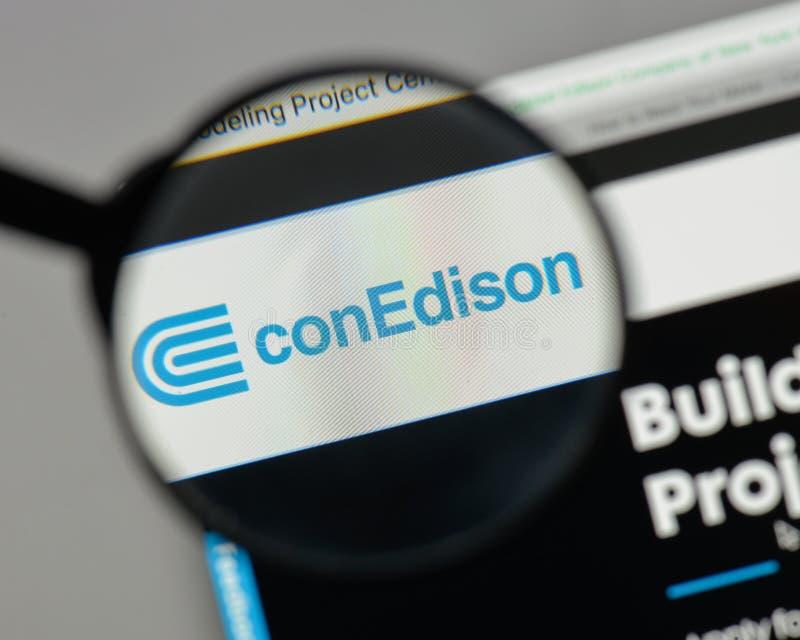 Mediolan Włochy, Sierpień, - 10, 2017: Konsolidujący Edison logo na zdjęcia stock