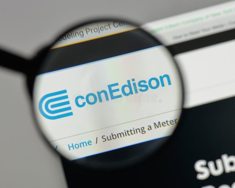 Mediolan Włochy, Sierpień, - 10, 2017: Konsolidujący Edison logo na zdjęcie stock