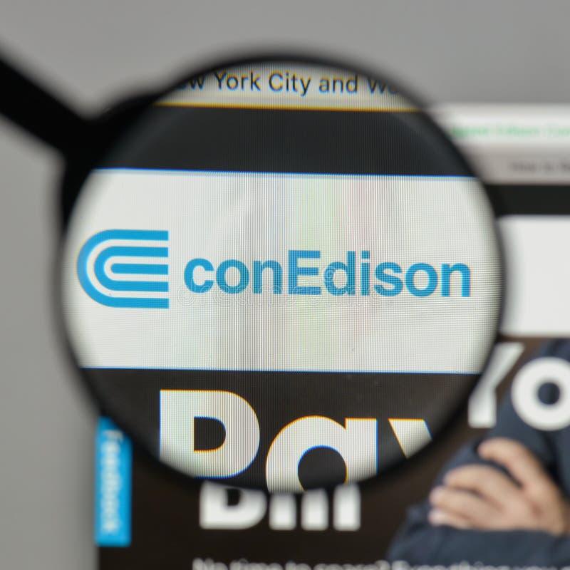 Mediolan Włochy, Sierpień, - 10, 2017: Konsolidujący Edison logo na zdjęcia royalty free