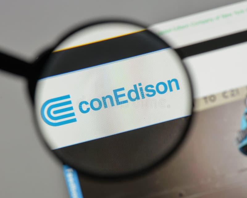 Mediolan Włochy, Sierpień, - 10, 2017: Konsolidujący Edison logo na fotografia stock