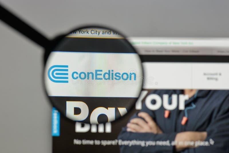 Mediolan Włochy, Sierpień, - 10, 2017: Konsolidujący Edison logo na obrazy royalty free